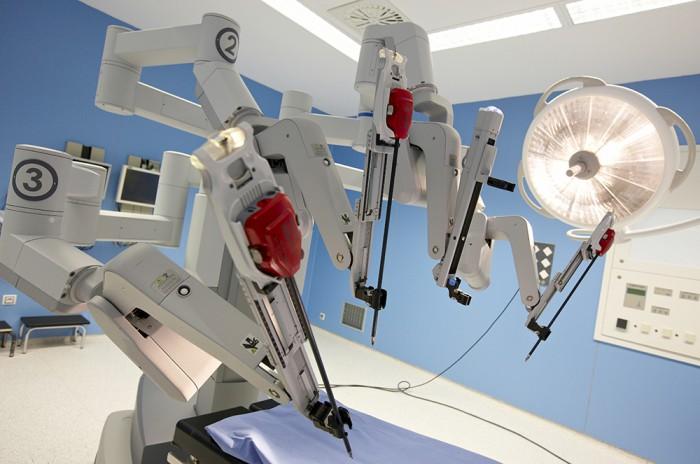 robot para próstata cirurgia da vinci mujer