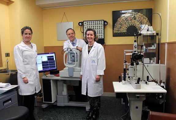Los oftalmólogos de Policlínica Gipuzkoa Cristina Irigoyen, Enrique Aramendía y Mercedes Zabaleta
