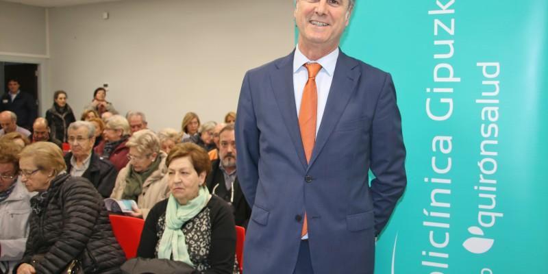 Gurutz Linazasoro en su conferencia en Irún.