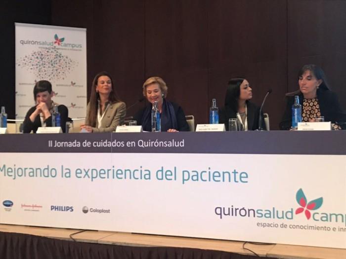 """La Directora de Enfermería de Policlínica Gipuzkoa, Amaia Azkue, moderó la mesa redonda """"Viviendo la experiencia del paciente en el área quirúrgica""""."""