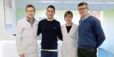 Joseba Zaldua, jugador de la Real Sociedad, pasa por la Unidad del Pie