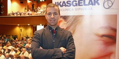 Dr. Alberto Marqués en el Aula de Salud de Policlínica Gipuzkoa sobre endoscopia de columna para hernia discal y estenosis de canal