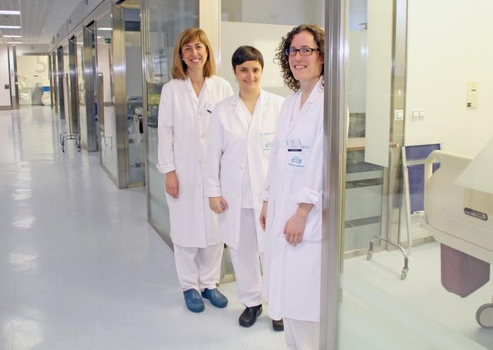 De izda. a dcha. las intensivistas Dra. Irantzu Susperregui, Dra. Arantza Cácarmo y Dra. Ainhoa Andueza
