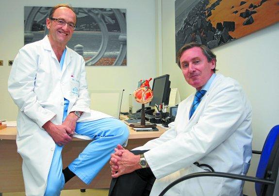 El cirujano cardiovascular, Alberto Sáenz, y el cardiólogo, Eduardo Alegría en sus consultas de Policlínica Gipuzkoa
