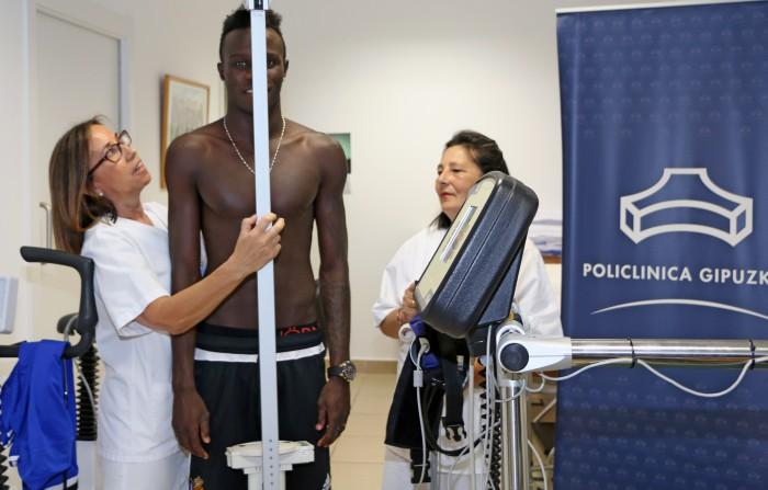 Bruma, el primer fichaje de la Real Sociedad, pasa reconocimiento médico en Policlínica Gipuzkoa