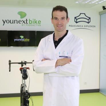 Garikoitz Etxebeste, fisioterapeuta de la Unidad de Biomecánica del Ciclista