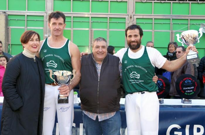 Zubizarreta y Álex Txikon, segundos en el IV Torneo Policlínica Gipuzkoa de Aizkolaris de San Andrés