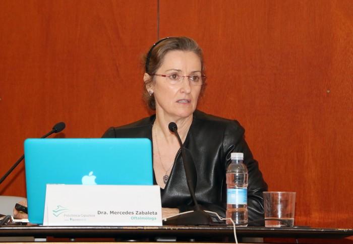 La oftalmóloga, Mercedes Zabaleta, durante el tercer Aula de Salud de Eibar.