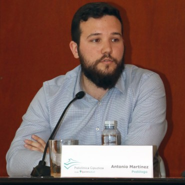 Antonio Martínez, podólogo de la Unidad del Pie y Podoactiva.