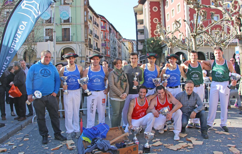 Ganadores de la V edición del Torneo Policlínica Gipuzkoa de Aizkolaris.