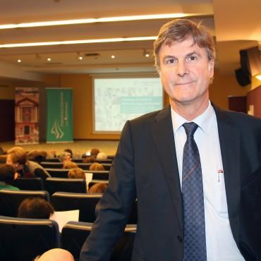 Gurutz Linazasoro en la Conferencia de Eibar.
