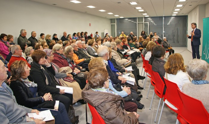 Conferencia de Gurutz Linazasoro en Irún.