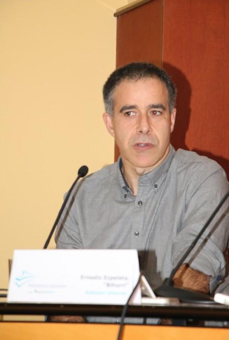Bihurri en su exposición en el Aula de Salud de Eibar.