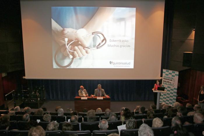 Tras finalizar las conferencias los asistentes participaron en un coloquio abierto con los especialistas.
