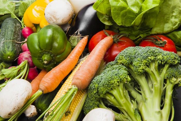 Estos vegetales serán de vital importancia ya que aportan gran cantidad de vitaminas como la vitamina A, vitaminas del grupo B, vitamina C, vitamina E y minerales como el zinc, selenio y cobre y fitoquímicos que son importantes para el sistema inmunitario,